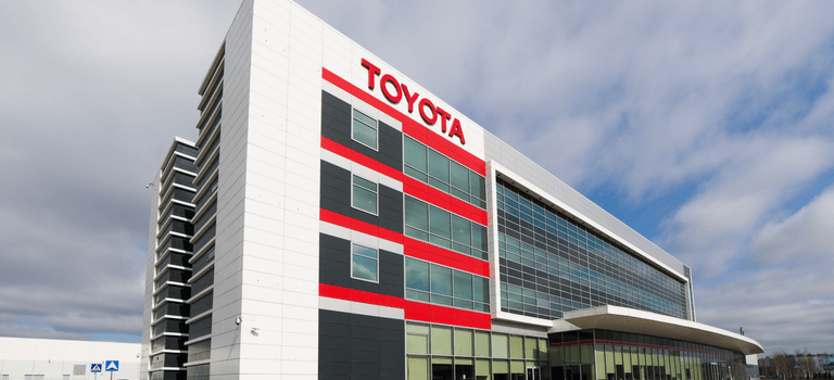 Компания Тойота объявляет опрограмме поддержки клиентов вусловиях COVID-19