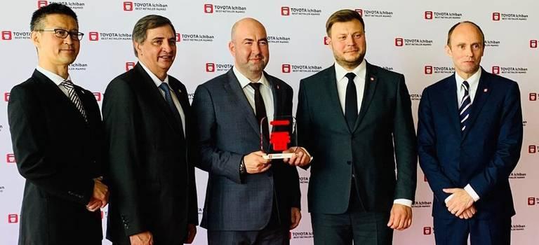 Второй год подряд Тойота Центр Вологда, получает изрук президента Тойота Мотор награду Ichiban