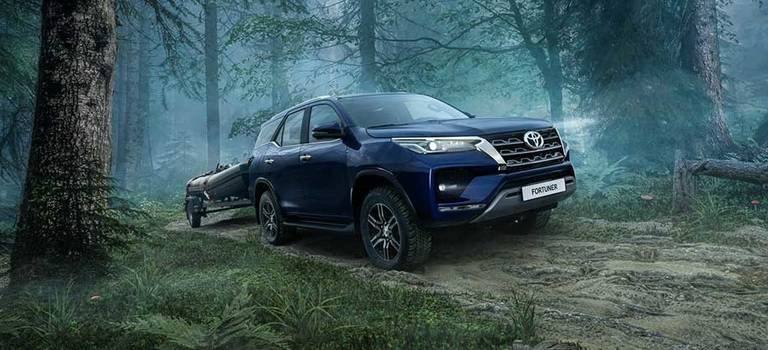 Иконы бездорожья вновом статусе: Toyota обновила рамные внедорожники Hilux иFortuner