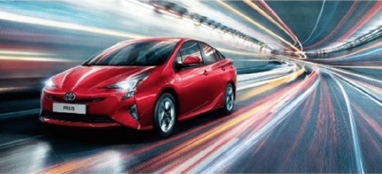 Гаджет наколесах: легендарный эко-кар Toyota Prius вернулся