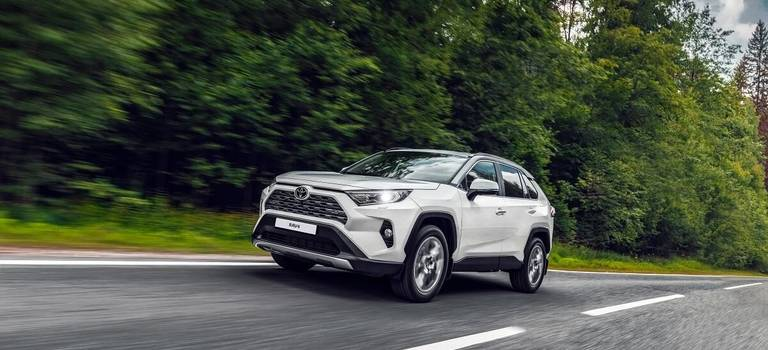Toyota RAV4 стал победителем вконкурсе «Автомобиль года» вЯпонии