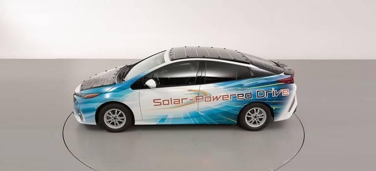 Toyota тестирует Prius ссолнечными батареями: его можно будет незаряжать