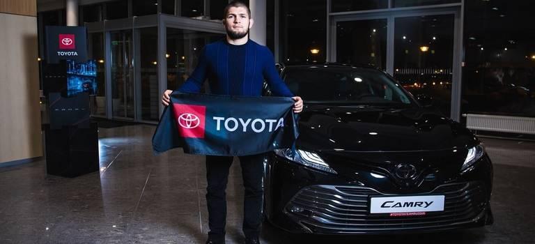 Toyota подписала соглашение осотрудничестве сизвестным бойцом смешанных единоборств Хабибом Нурмагомедовым