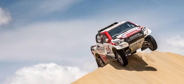 Впервые за40-летнюю историю «Дакара» Toyota одержала победу вабсолютном зачете самого известного вмире ралли-рейда