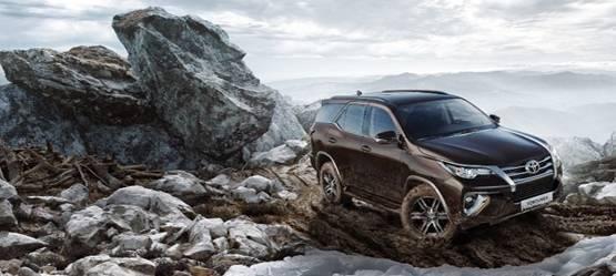 Toyota Fortuner сбензиновым двигателем теперь поцене от1899000 рублей