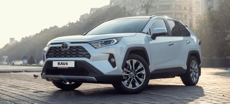 Самый популярный вклассе: Toyota RAV4 демонстрирует рост нападающем российском рынке