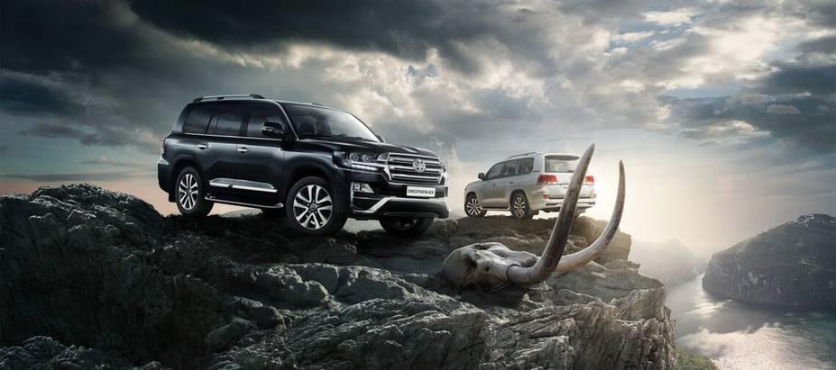 Toyota представляет эксклюзивную серию Land Cruiser 200— Executive Black иExecutive White