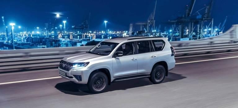 Что лучше: Toyota Land Cruiser Prado или Toyota Hilux— сравниваем новинки 2021 года