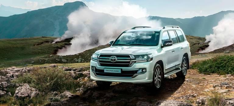 Ваши места всалоне первого класса: Toyota представляет новую топовую версию Land Cruiser 200 Executive Lounge