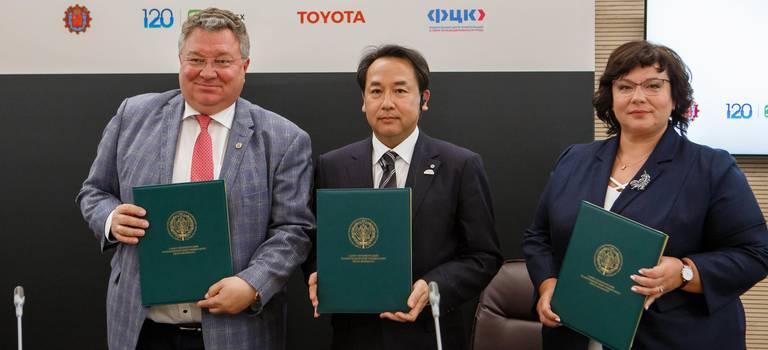 Тойота передаст России уникальные знания: запущен совместный проект Тойота иСанкт-Петербургского Политехнического университета поразвитию нового поколения инженеров