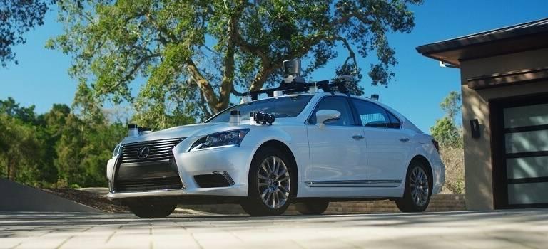 Toyota представила беспилотный автомобиль сновым поколением алгоритмов управления