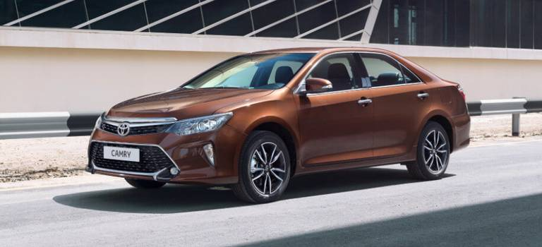 Toyota Camry иRAV4 можно приобрести попрограммам льготного кредитования «Первый автомобиль» и«Семейный автомобиль»