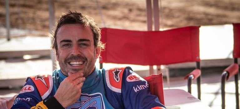 Фернандо Алонсо протестировал гоночный Toyota Hilux победителей ралли-рейда «Дакар-2019»
