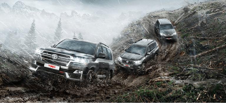12марта Toyota объявила прием заказов наспециальную «дерзкую» серию TRD для автомобилей Land Cruiser 200 иLand Cruiser Prado, вдополнение кранее представленной версии Fortuner TRD. Отличительной чертой TRD—версий внедорожников вРоссии являются новый