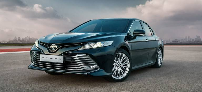 Абсолютно новая Toyota Camry уже вдилерских центрах