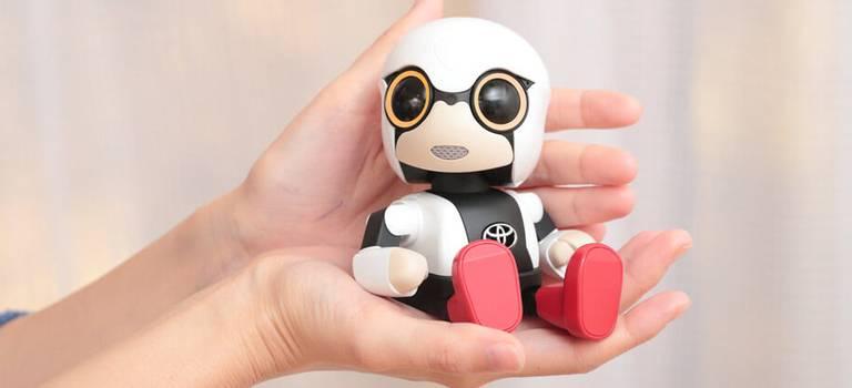 Тойота запустила продажи робота-компаньона Kirobo Mini