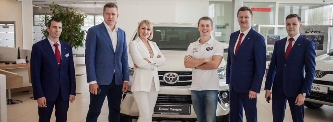 Денис Спицов получил ключи отToyota Fortuner