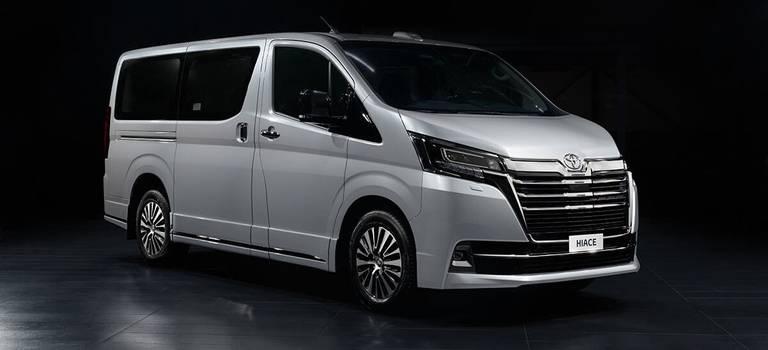 Ваши места вVIP: Toyota представляет вРоссии новую топ-версию Hiace