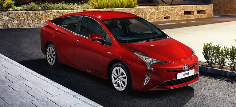 Toyota начинает прием заказов нановый Prius вРоссии