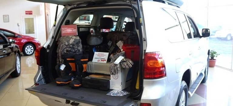 Просторный ивместительный багажник Land Cruiser 200 удобен для любых путешествий.