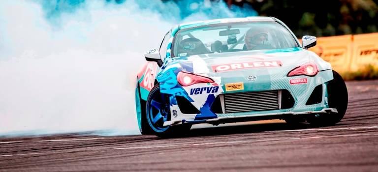 3сентября польский гонщик Якуб Пржигонский (Jakub Przygoński) зарулем Toyota GT86 установил новый рекорд Гиннеса поскорости дрифта