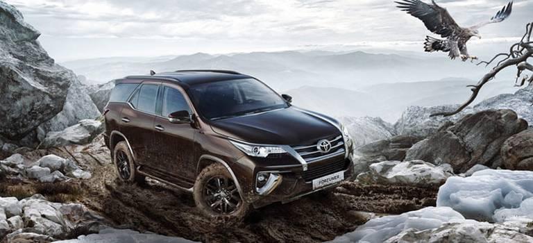 Toyota Fortuner теперь доступен сбензиновым двигателем