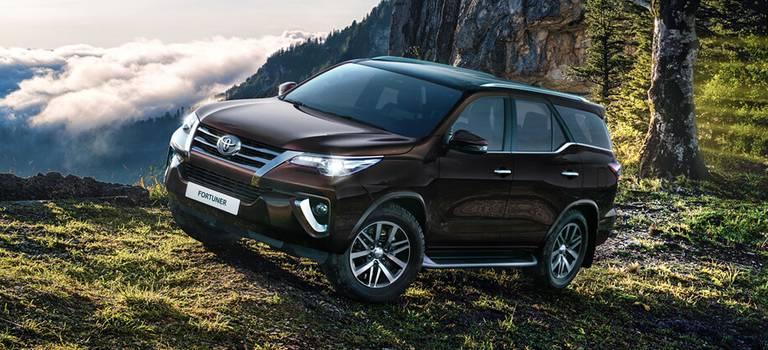 Первые Toyota Fortuner прибыли вдилерские центры