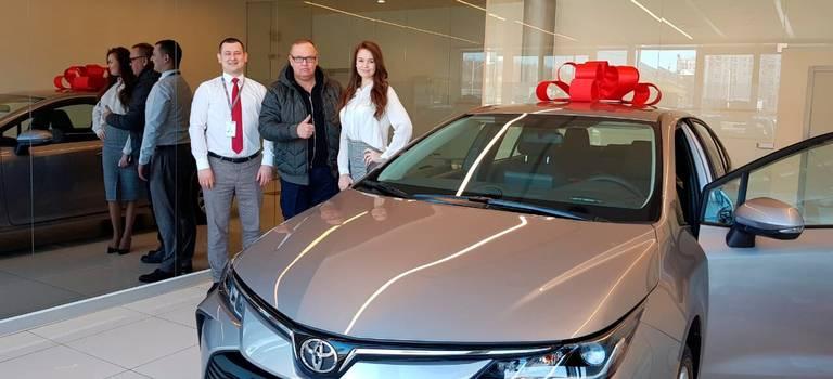 ВРОЛЬФ Ясенево состоялась первая выдача абсолютно новой Toyota Corolla.