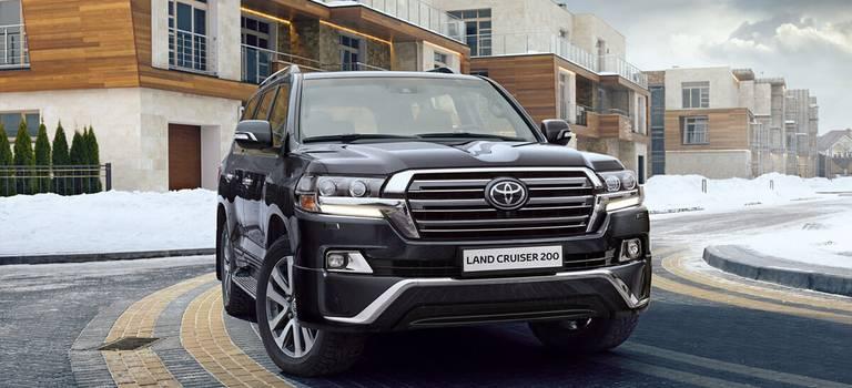 Toyota Land Cruiser 200 Executive Black иExecutive White доступны вдилерский центрах