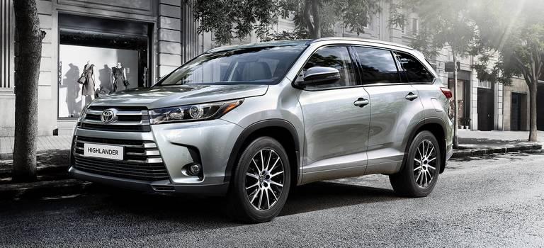 Помаксимуму: Toyota Highlander вернулся всалоны официальных дилеров втоповом оснащении