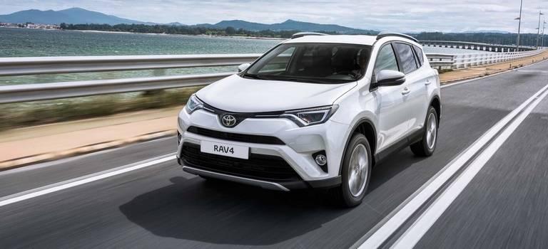 Toyota обновила линейку комплектаций ивернула дизельный двигатель кроссоверу RAV4