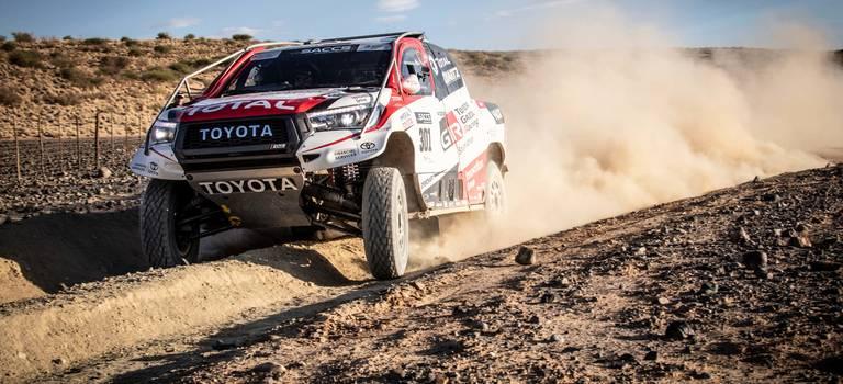 Фернандо Алонсо протестировал гоночный Toyota Hilux