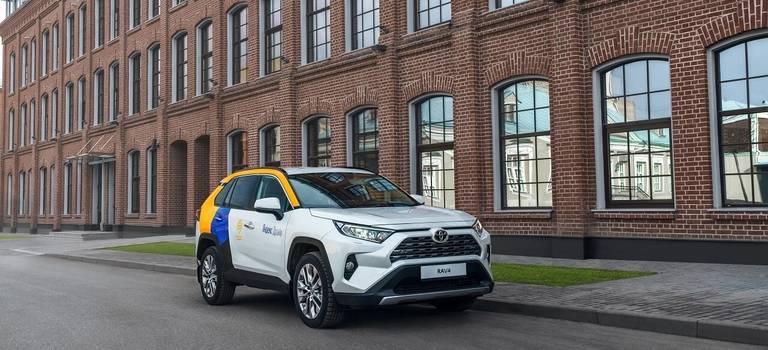 Поместится всё идаже больше: кроссовер Toyota RAV4 теперь доступен вЯндекс. Драйв