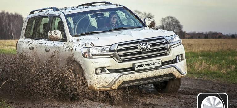 Автомобили Toyota в11-й раз признаны внедорожниками года вРоссии