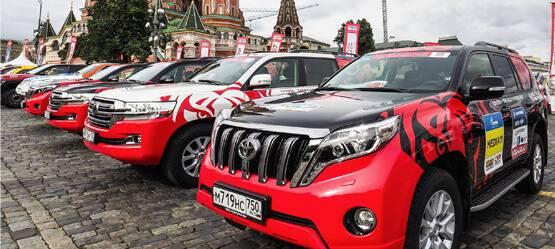7июля наКрасной площади вцентре Москвы стартовало международное ралли «Шелковый путь 2017»