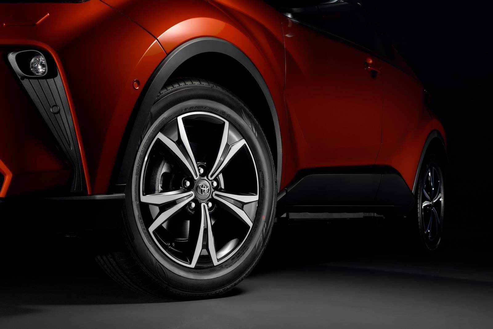 Комплектации Toyota C-HR