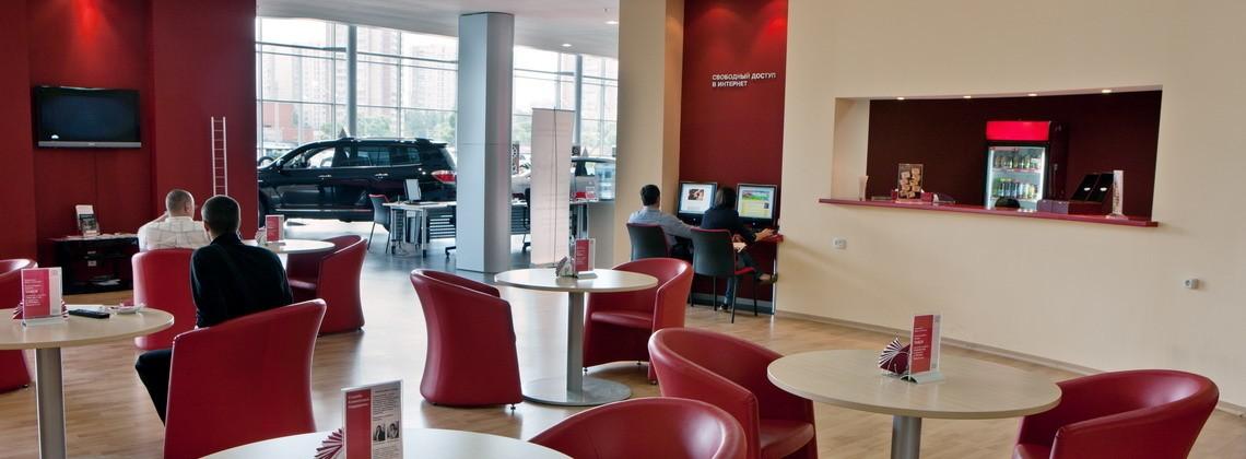 Клиентская зона: бесплатный чай, кофе, возможность наблюдать за обслуживанием своего авто.