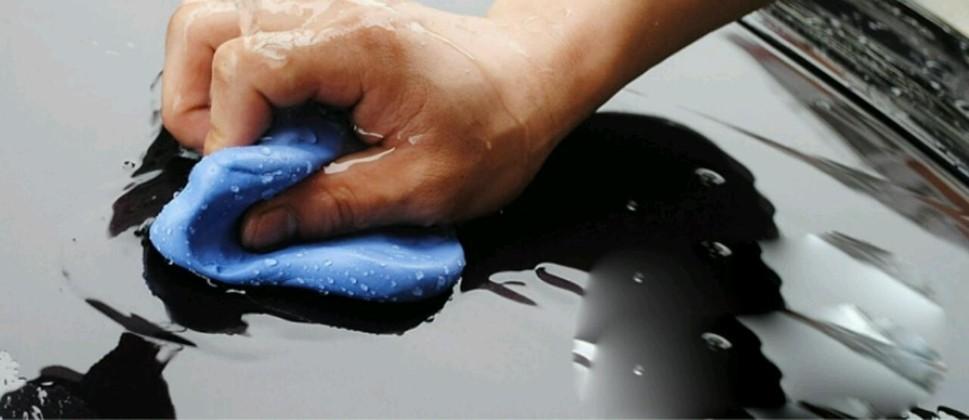 Услуга по очистке кузова автомобиля абразивной глиной