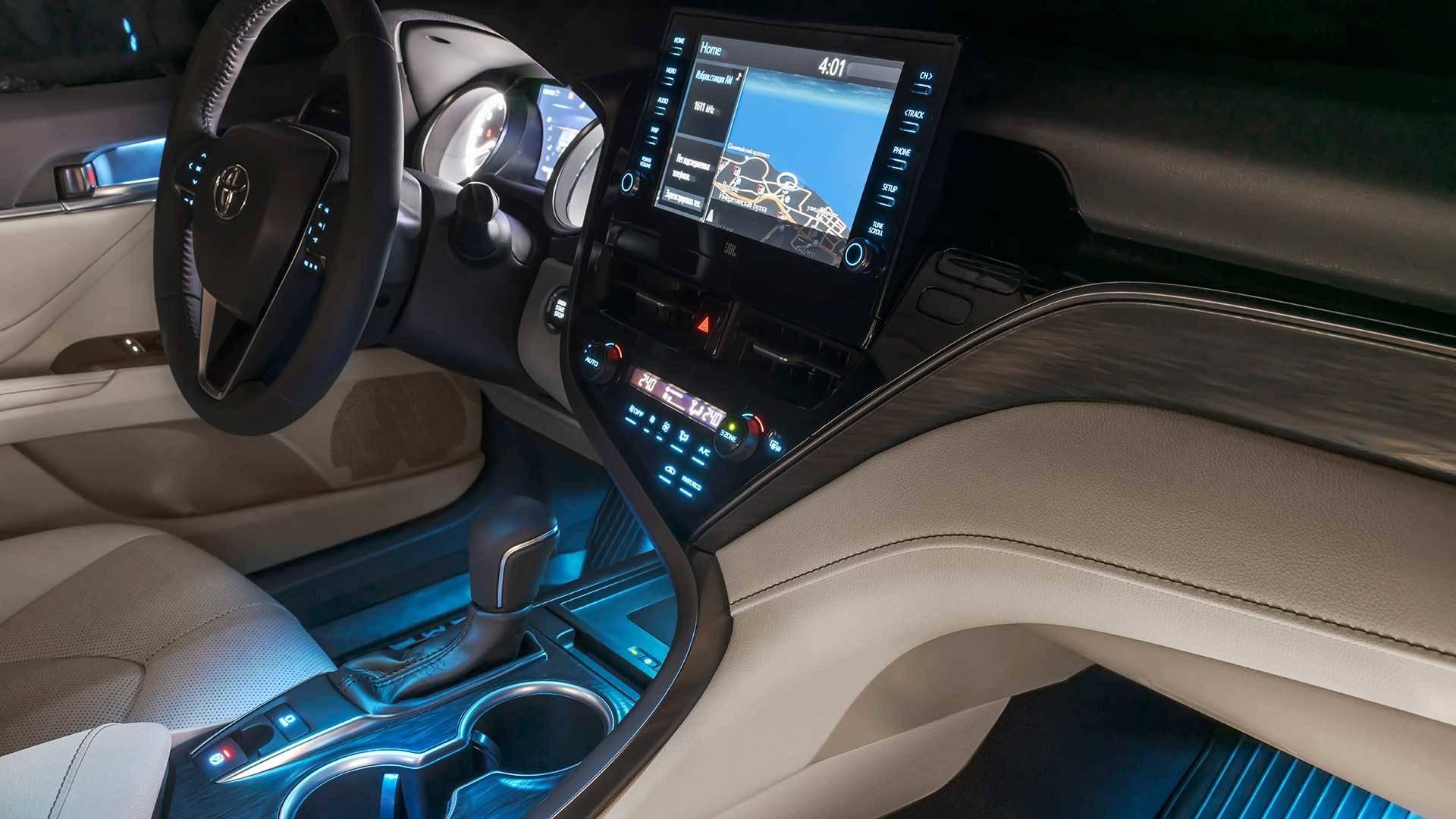 Салон обновленной Toyota Camry