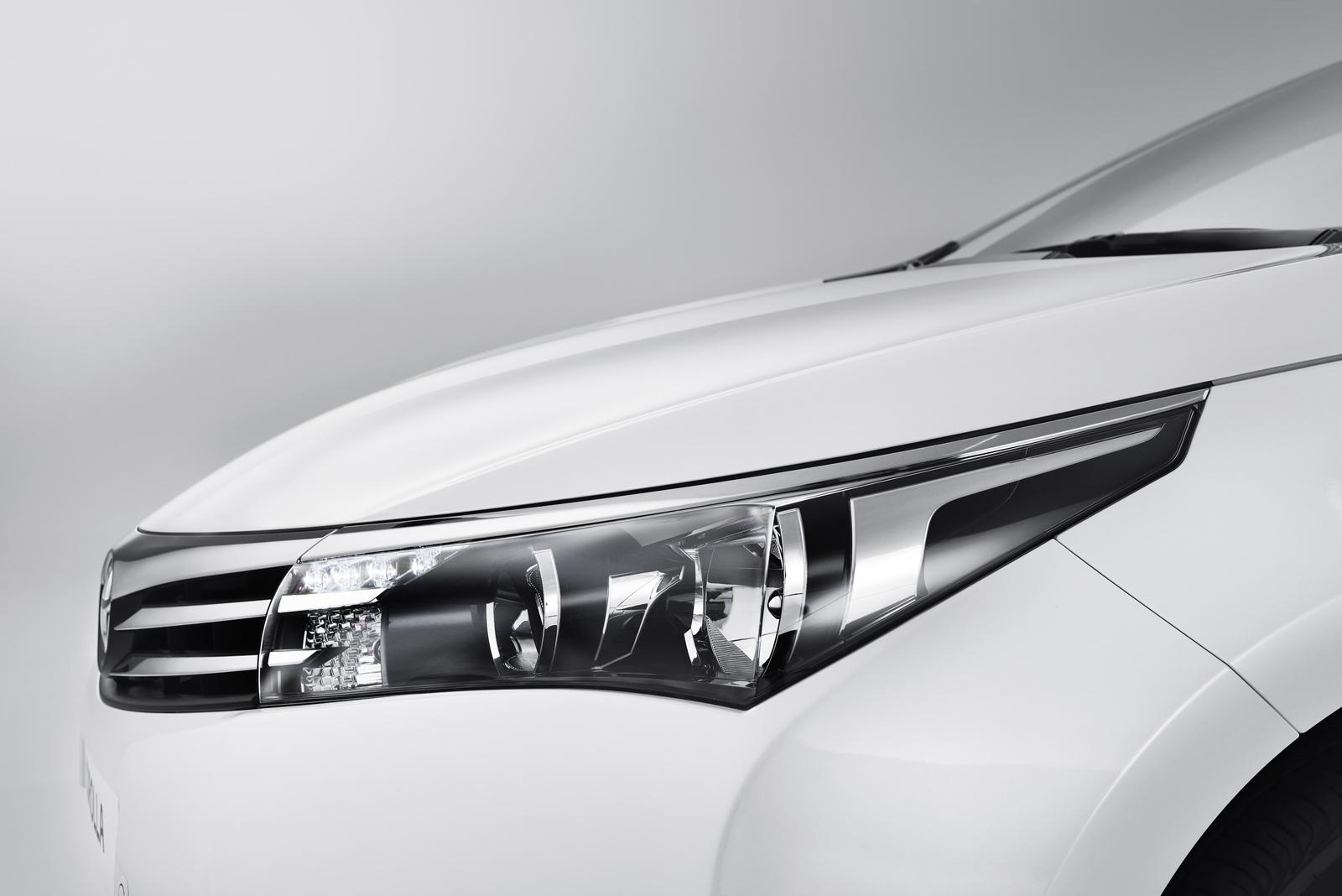 решетка радиатора новая Тойота Королла