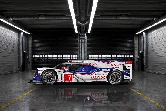Новый гоночный автомобиль TS040 HYBRID
